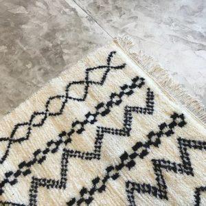 tapis marocain, handmade in morocco, black & white, interior design, artisanat du maroc, laine, motifs berbère, chambre, deco