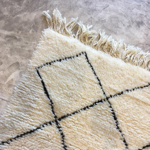 Beni Ouarain n1191 - Echelle, tapis en laine, berber rug, handmade,, blanc, noir, motifs berbère, artisanat du maroc, home, deco, design d'intérieur, tapis entrée, chambre, kids, carpet