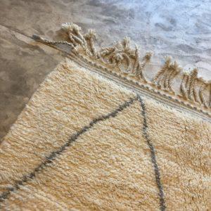 Beni Ouarain N°1192 - Perle, tapis en laine, blanc et gris, handmade in morocco, atlas mountain rugs, deco, home, salon contemporain, artisanat du marrakech