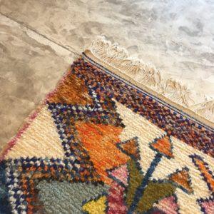 Azilal n2005 - Asilah, tapis en laine, blanc, motifs coloré, moroccan rugs, azilal type of rug, deco, furniture, chambre, couleurs naturelles, marrakech crafts