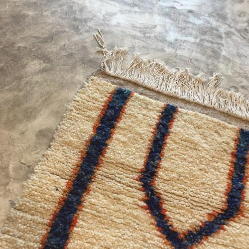 Azilal n2008 - Memphis, tapis en laine, berber rug, handmade,, blanc, bleu, motifs berbère, artisanat du maroc, home, deco, design d'intérieur, tapis entrée, chambre, kids, carpet