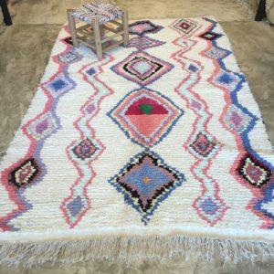 Boucherouite n°2009 - Cupcake, tapis berbère, fait à la main, moroccan rugs, blanc et motifs colorés, rag rug, blanc, coloré, couloir, home, interior design, décoration moderne