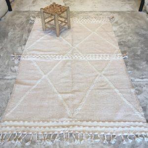 Zanafi n°2023 - Peach, tapis tissé, noie, laine, handmade, moroccan rug, furniture, deco, entrée, kids room, artisanat de marrakech, motifs blancs, design d'intérieur