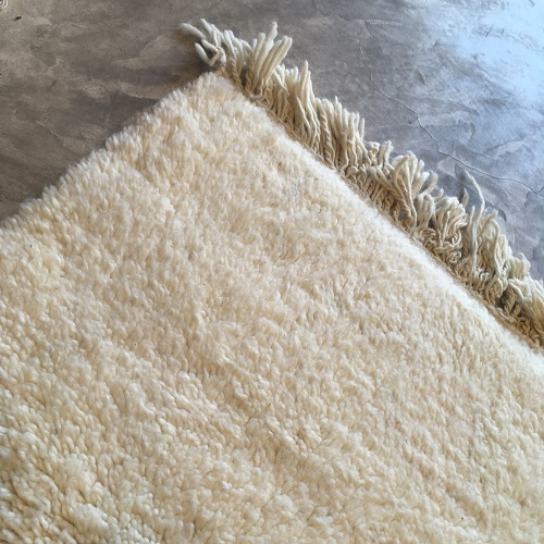 Beni ouarain n2028- White spirit, blanc, uni, laine, épais, handmade, knotted, marrakech, morocco rug