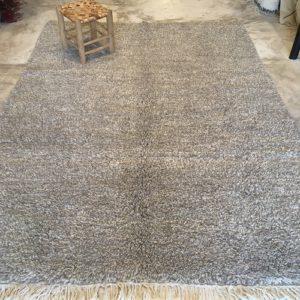Beni Ouarain N°2030 - Campagne, tapis en laine, blanc et gris, handmade in morocco, atlas mountain rugs, deco, home, salon contemporain, artisanat du marrakech