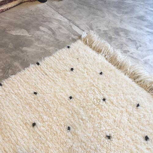 Beni Ouarain N°2043 - Dalmatien, tapis marocain, wool, handmade by berber women, deco & home, design d'intérieur, artisanalement fabrique au maroc, marrakech, blanc et noir