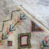 tapis en laine, blanc, motifs coloré, moroccoan rugs, azilal type of rug, deco, furniture, chambre, couleurs naturelles, marrakech crafts