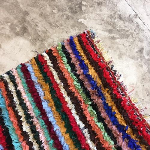 Boucherouite n°802 - Cerise, tapis en coton, coloré, rouge, descentes de lit, handmade artisanat, rag rug, home & deco, tapis berbère, tradiontel, souk, medina, marrakech
