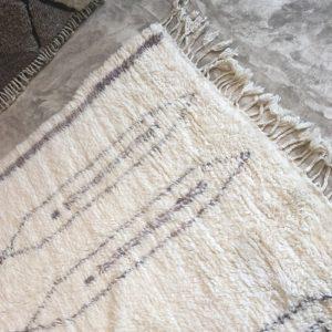 Mermoucha n°864 - Touareg, tapis marocain, épais, handmade rug, tapis de haut d'atlas montages, artisanat du marrakech, wool, motifs berbère, blanc, gris, smooth, deco