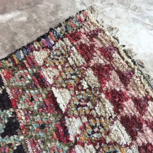 Boucherouite n°890 - Kabira, tapis berbère, chutes de coton, fabriqué artisanalement au moyen, atlas montagnes, coloré, traditional handmade, deco, home, salon moderne, crafts of morocco