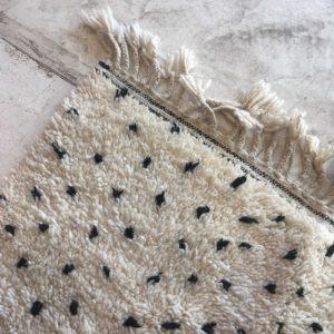 Beni Ouarain N°335 - Dalmatien, tapis marocain, wool, handmade by berber women, deco & home, design d'intérieur, artisanalement fabrique au maroc, marrakech, blanc et noir