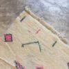 Beni Ouarain n°970 - Polka, tapis marocain, laine, noué, blanc et motifs coloré,handmade, room rug, contemporain, salon marocain, tapis du montagnes d'atlas, berber handicrafts, soft wool, deco, home design