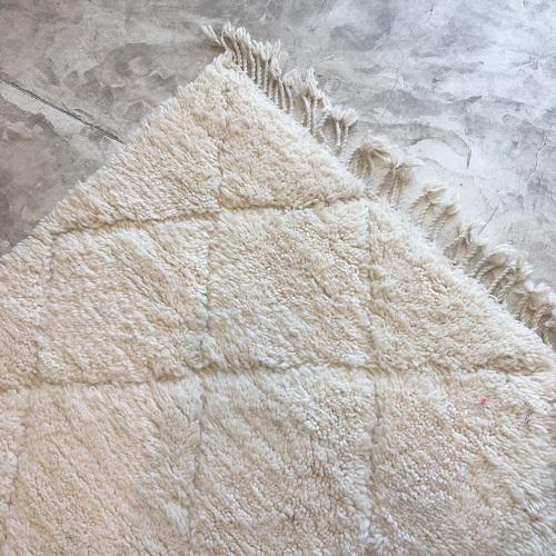 Beni ouarain n971- blanche neigeblanc, brodé, laine, épais, handmade, knotted, marrakech, morocco rug