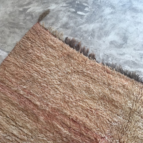 Beni mguild n°958 - Blush, tapis marocain, laine, dégradé de saumon et jaune, home, interior design, furniture, salon contemporain, handmade in morocco, artisanat