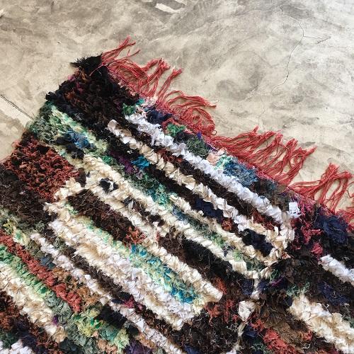 Boucherouite n°997 - New York, tapis berbère, chutes de coton, fabriqué artisanalement au moyen, atlas montagnes, coloré, traditional handmade, deco, home, salon moderne, crafts of morocco