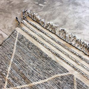 Zanafi n°1000 - Dame, tapis tissé, wool, hand woven, black&white, deco, salon contemporain