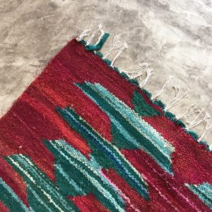 Kilim Boucherouite N°989 - Cactuseraie, rouge, vert, tapis en chutes de coton, colored rug, made in morocco, design intérieur, home & deco,