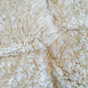 Beni ouarain n1026- blanche neigeblanc, brodé, laine, épais, handmade, knotted, marrakech, morocco rug
