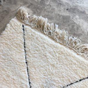 Beni ouarain n1030 - Neige, blanc, brodé, laine, épais, handmade, knotted, marrakech, morocco rug