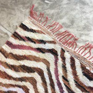 Kilim boucherouite n°1021 - Jungle blanc et marron, deco, home, coton recyclé, tapis chambre, salon contemporain, handmade rug, marrakech artisanat