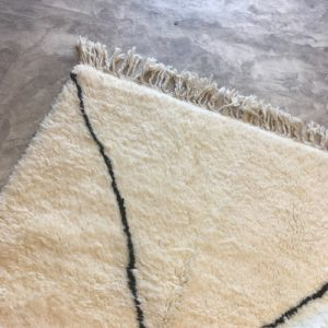 Beni ouarain n1044 - Neige, blanc, brodé, laine, épais, handmade, knotted, marrakech, morocco rug
