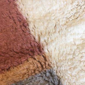 Beni Ouarain n°1045 - Malabar, tapis marocain, laine, noué, blanc et motifs coloré,handmade, room rug, contemporain, salon marocain, tapis du montagnes d'atlas, berber handicrafts, soft wool, deco, home design