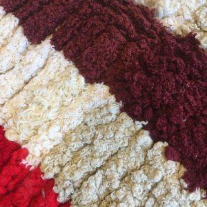 Tricot n1069 - Pavlova, tapis marocain, handmade by berber women, deco & home, design d'intérieur, artisanalement fabrique au maroc, marrakech, blanc et rouge