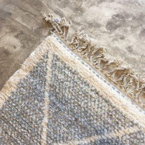 Beni Ouarain N°1064 - Riz au lait, tapis en laine, blanc et gris, handmade in morocco, atlas mountain rugs, deco, home, salon contemporain, artisanat du marrakech