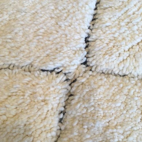 Beni ouarain n1062 - Santa cruz, blanc, brodé, laine, épais, handmade, knotted, marrakech, morocco rug