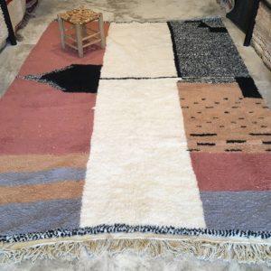 Beni Ouarain n°1074 - Malabar, tapis marocain, laine, noué, blanc et motifs coloré,handmade, room rug, contemporain, salon marocain, tapis du montagnes d'atlas, berber handicrafts, soft wool, deco, home design