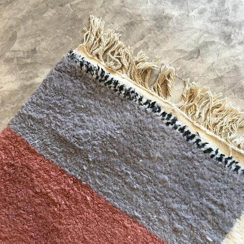 Beni Ouarain n°2041 - Malabar, tapis marocain, laine, noué, blanc et motifs coloré,handmade, room rug, contemporain, salon marocain, tapis du montagnes d'atlas, berber handicrafts, soft wool, deco, home design
