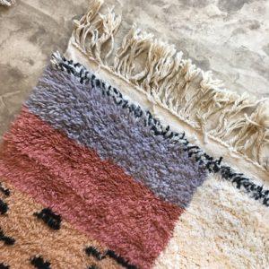 Beni Ouarain n°1075 - Malabar, tapis marocain, laine, noué, blanc et motifs coloré,handmade, room rug, contemporain, salon marocain, tapis du montagnes d'atlas, berber handicrafts, soft wool, deco, home design