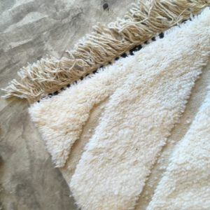 Beni ouarain n1073 - Mont blanc, blanc, brodé, laine, épais, handmade, knotted, marrakech, morocco rug