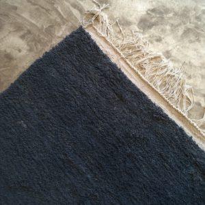 Azilal n1092 - Jeans, tapis marocain, épais, handmade rug, tapis de haut d'atlas montages, artisanat du marrakech, wool, motifs berbère, blanc, motifs colorés, smooth, deco