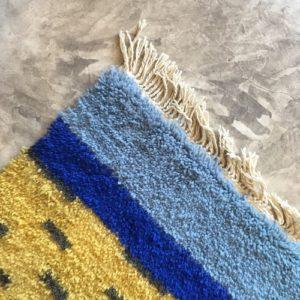 Beni Ouarain n°1103, Canari, tapis marocain, laine, noué, blanc et motifs coloré, handmade, room rug, contemporain, salon marocain, tapis du montagnes d'atlas, berber handicrafts, soft wool, deco, home design