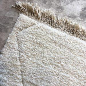 Beni ouarain n1099- blanche Neige, blanc, brodé, laine, épais, handmade, knotted, marrakech, morocco rug
