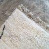 Beni Ouarain n°1102 - Fish kiss, laine, épais, blanc, losanges en noir, doux, tapis marocain, interior design, salon modern, chambre, deco, soft rugs, marrakech