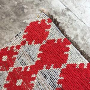 Boujaad n1121 - Camélia, tapis marocain, handmade by berber women, deco & home, design d'intérieur, artisanalement fabrique au maroc, marrakech, blanc et rouge