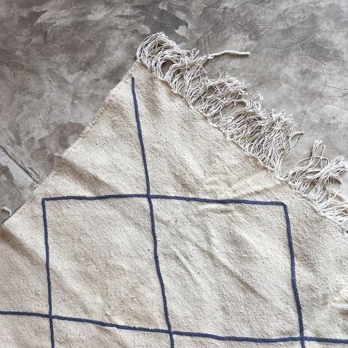 Kilim n°1117 - Babar, tapis marocain, handmade, blanc et gris, wool, tressé à plat, artisanat du maroc, home, salon moderne, interior design