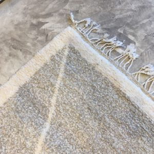 Beni Ouarain N°1122 - Sable, tapis en laine, blanc et beige, handmade in morocco, atlas mountain rugs, deco, home, salon contemporain, artisanat du marrakech