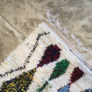 Boucherouite n°1126 - Nénuphar, tapis berbère, fait à la main, moroccan rugs, blanc et motifs colorés, rag rug, blanc, coloré, couloir, home, interior design, décoration moderne