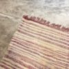 Kilim boucharouite n° 1147 - Paille d'or, rose, blanc, chute de coton, Marrakech, girls