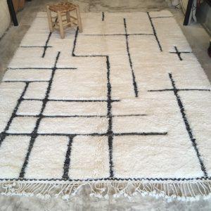 Beni ouarain n1175- Labyrinthe, blanc, noir, brodé, laine, épais, handmade, knotted, marrakech, morocco rug